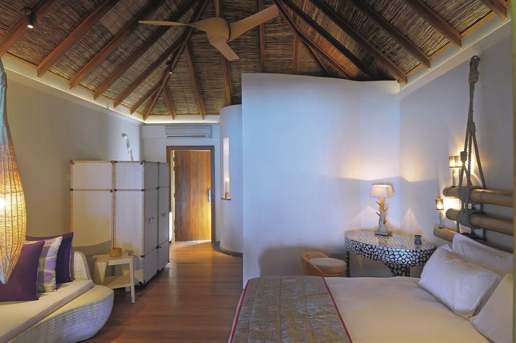 Constance Moofushi Resort - 16