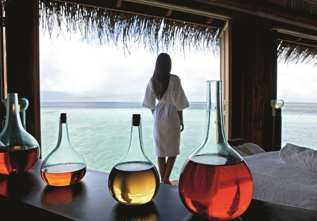 Constance Moofushi Resort - 57