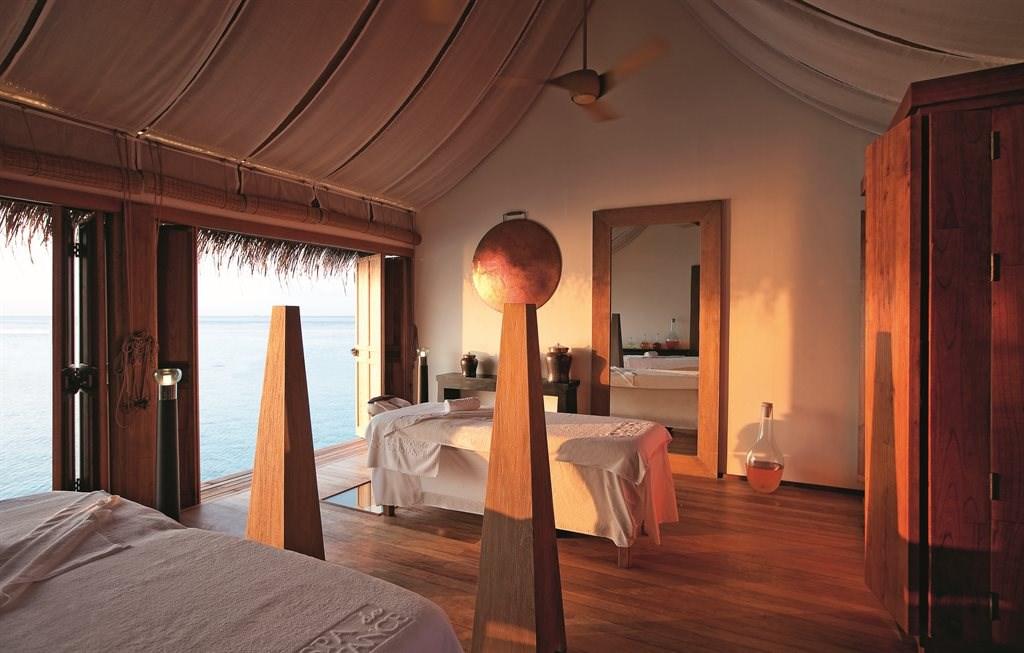 Constance Moofushi Resort - 59