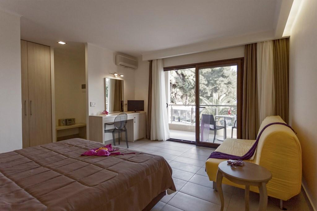Lagomandra Beach & Suites - 36