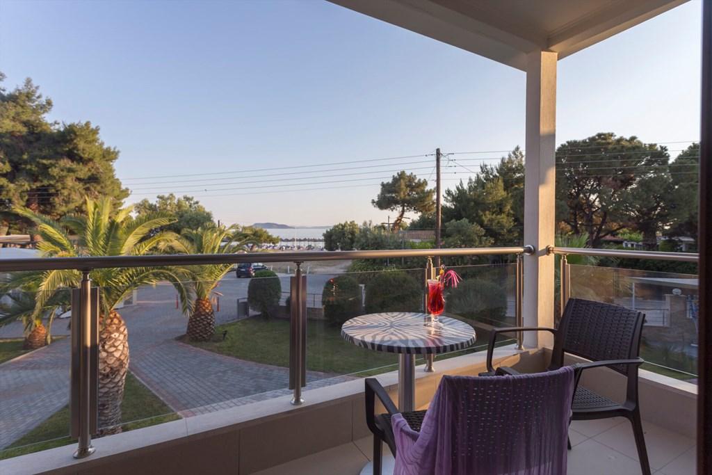 Lagomandra Beach & Suites - 22