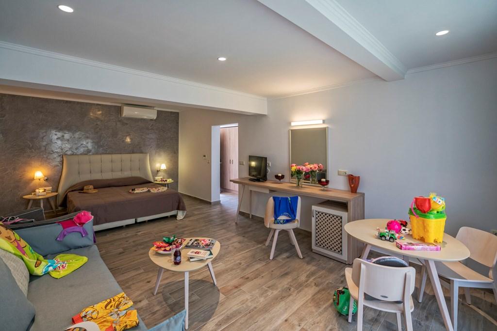 Lagomandra Beach & Suites - 19