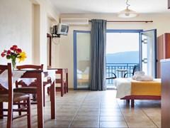 Olive Bay Hotel - photo 4