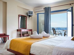Olive Bay Hotel - photo 6