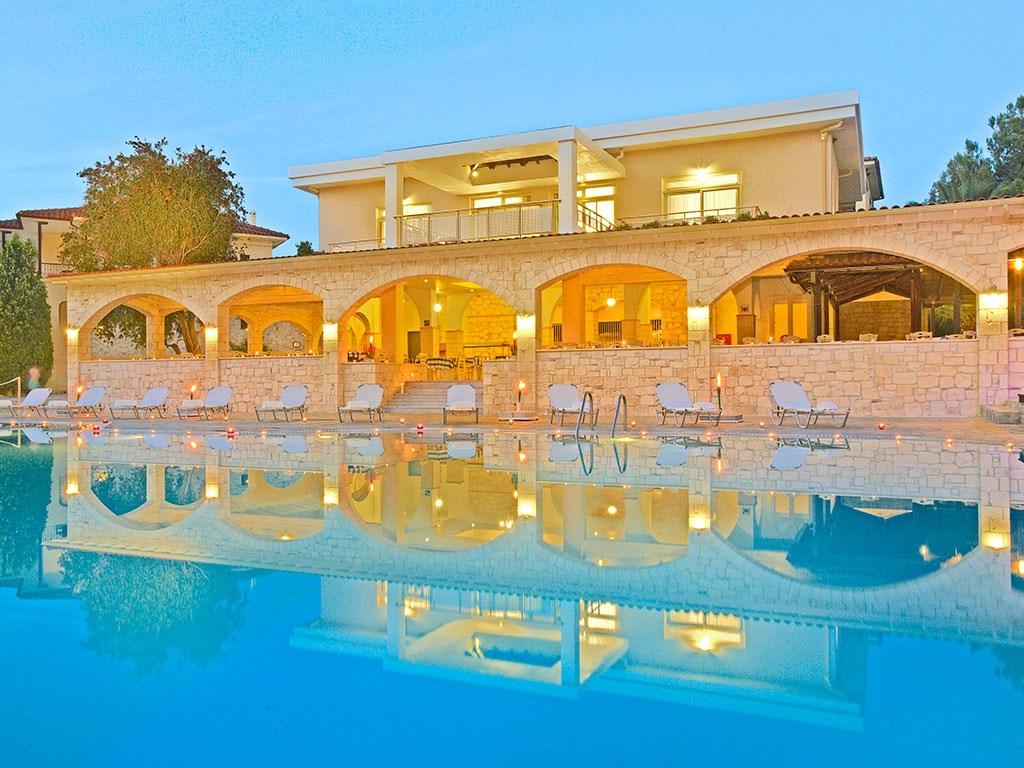 Portes Beach Hotel - 2