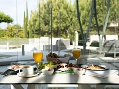Pomegranate Wellness Spa Hotel: Breakfast Terrace - photo 23