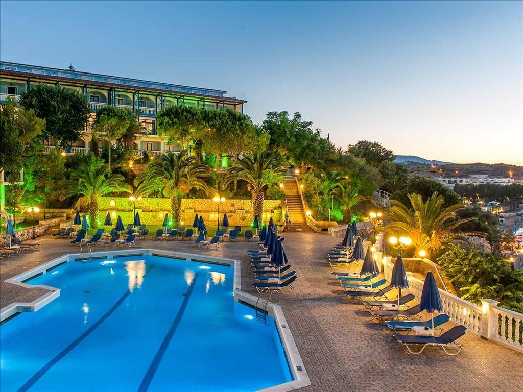 Alexandra Beach Hotel - 3