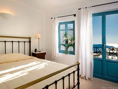 Absolute Bliss Imerovigli Suites: Classic Room - photo 6