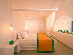 Absolute Bliss Imerovigli Suites: Honeymoon Suite - photo 13
