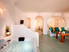Absolute Bliss Imerovigli Suites: Honeymoon Suite - photo 20