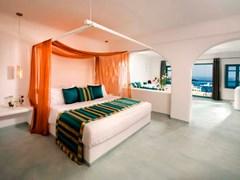 Absolute Bliss Imerovigli Suites: Honeymoon Suite - photo 14
