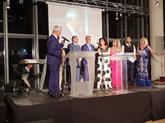 Απομονή βραβείου «His Majesty the Greek Immigrant» από το Ίδρυμα Απόδημου Ελληνισμού στον Μπορίς Μουζενίδη